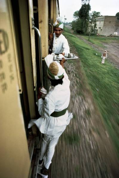 Servant Job on Indian Railway... It\'s Tea Time...