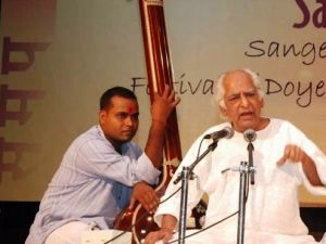 Ustad Rahim Fahimuddin Khan Dagar (Source: Starnews.in)