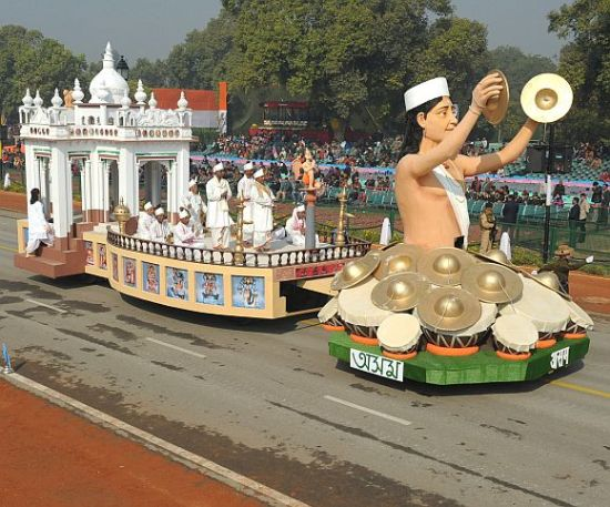 The tableau of Assam passes through the Rajpath (PIB Photos)