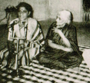 Mogubai with her daughter Kishori at the family temple in Goa (Photo credit: 'Winds of Fire' by Mário Cabral e Sá)