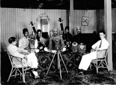 Ustad-Amir-Khan-Recording-Session-Bombay-1934