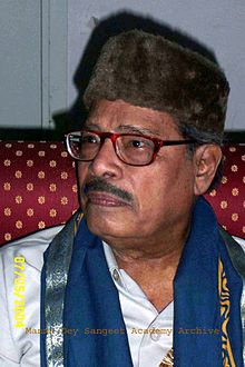 Manna Dey after Getting D.Litt degree from Rabindra Bharati University (May 2004)
