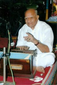 Pandit Purushottam Walawalkar while performing at Rajpipla Festival of Musica and Dance — in Rajpipla, India. (Source: Harmonium Wizzard @ Facebook, 08/02/2013)
