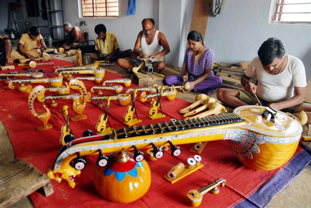 The Bobbili Veena from Andhra Pradesh was made by the craftsmen of the Sarwasiddi community of Gollapali.
